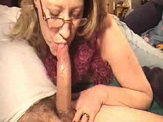Mom engulfing pecker for a bit of money