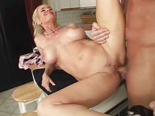 Hawt mom gets fucked